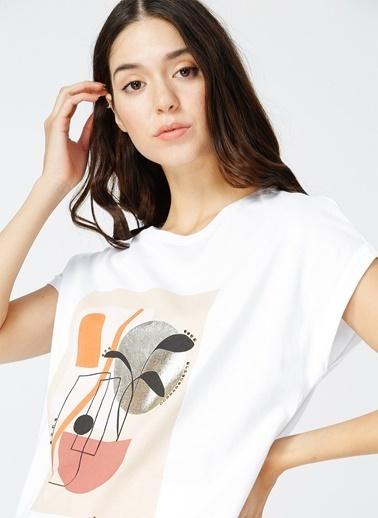 NetWork Network Kadın Desenli Beyaz Bisiklet Yaka Kısa KolT-Shirt Beyaz